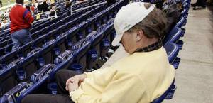 052610-nfl-sleeping-fan-pi_20100526170356_660_320