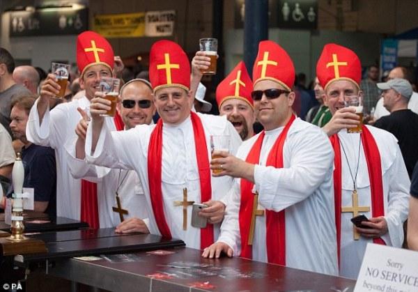 1408119458604_wps_1_Beer_drinkers_dressed_as_